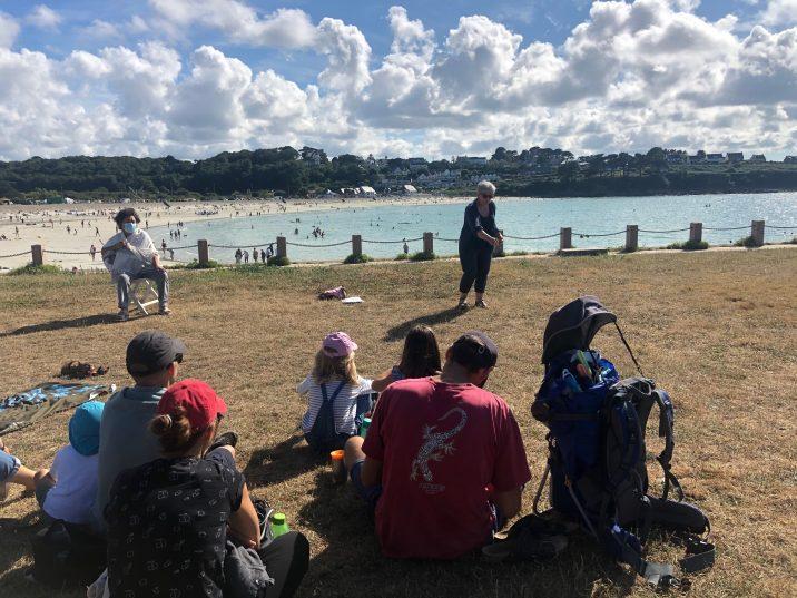 Succès des séances de contes à la plage  du lundi  (photos)