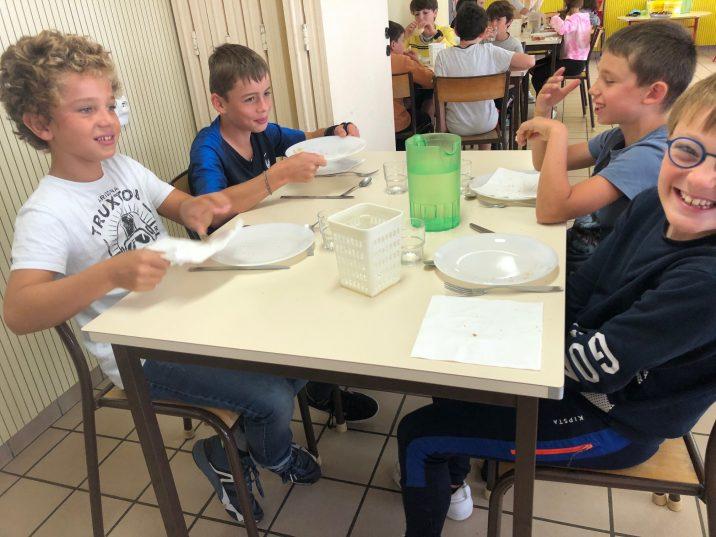 Que mangeront les enfants au restaurant scolaire communal (cantine) de Trévou : les menus du mois… et photos de la rentrée 2020