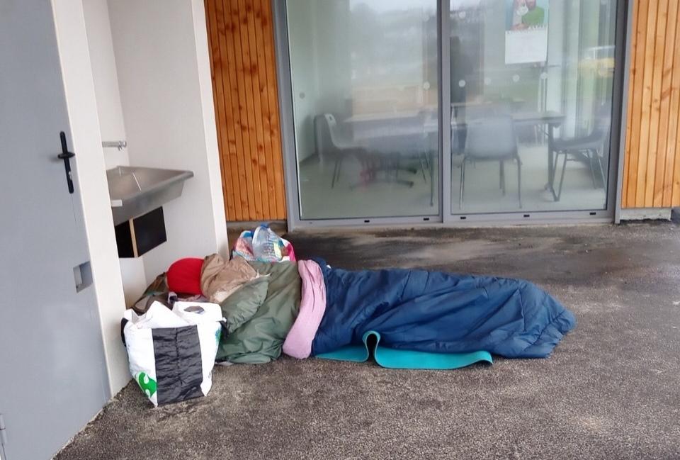 Un voyageur sans abri  en halte à Trestel