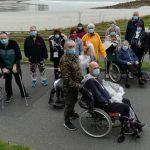 Semaine du Handicap au CRRF : les patients en  sortie autour du Centre de Rééducation de Trestel pour l'opération 1km 1déchet. Moment de rencontres qui fait du bien.