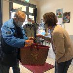 Les  220 repas des Aînés, formule Covid, ont été préparés par le Côte à Côte de Trévou-Tréguignec  et distribués par les élus  ce dimanche 22 novembre