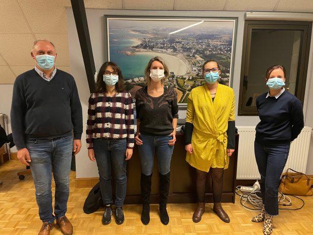 Les 3 médecins reçues en mairie :  les futurs cabinets médicaux de Trévou-Tréguignec devraient être prêts pour l'été.