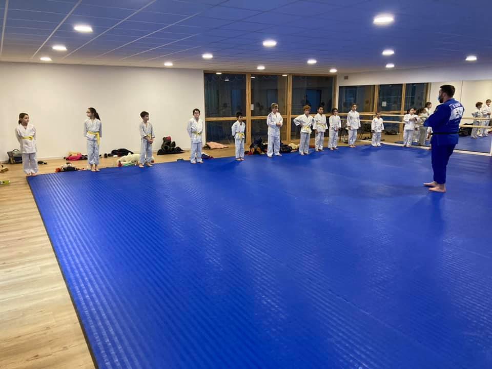 Les cours de judo ont repris pour les enfants à Trévou avec l'ACP-Judo. Nouvelles du club sous la photo..