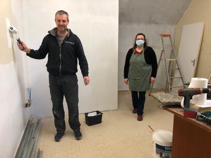 Le chantier du futur magasin de la fleuriste a débuté. Armel a commencé la peinture … Suivra l'aménagement des 3 cabinets médicaux pour les 3 médecins avec salle d'attente, secrétariat, salle de pause, sanitaires