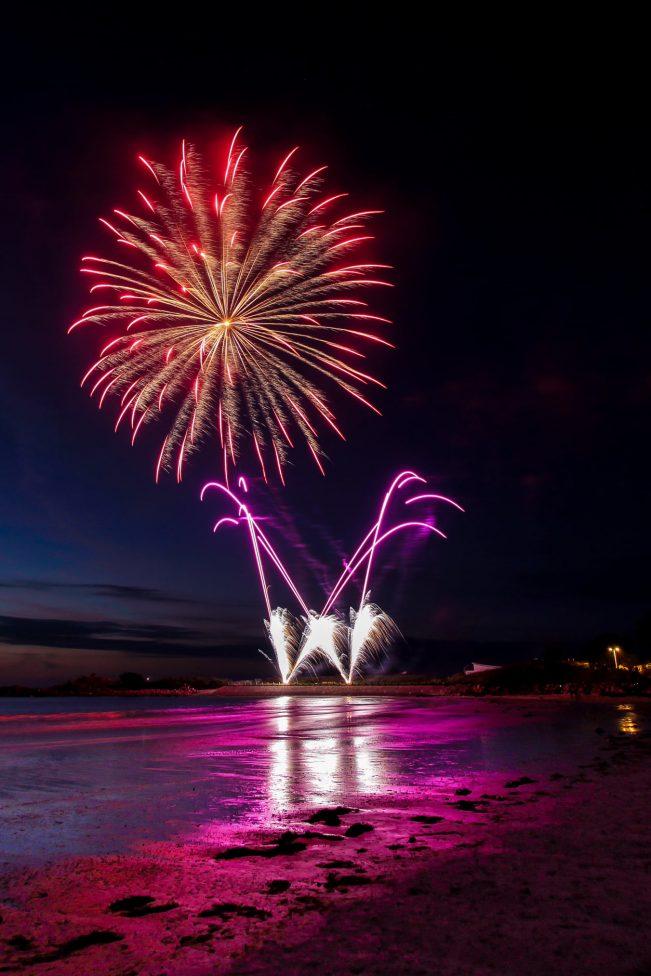le Comité des Fêtes de Trévou-Tréguignec a ravi les spectateurs venus en nombre admirer le feu d'artifice du 14 juillet.. La fête était belle …