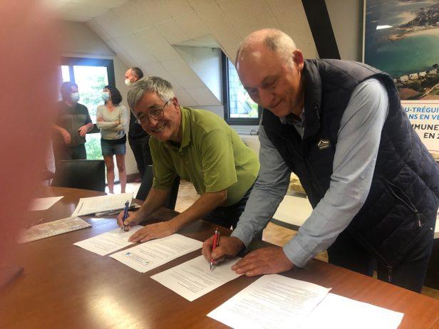 La convention de jumelage entre Lans en Vercors (Isère) et la commune de Trévou-Tréguignec signée..