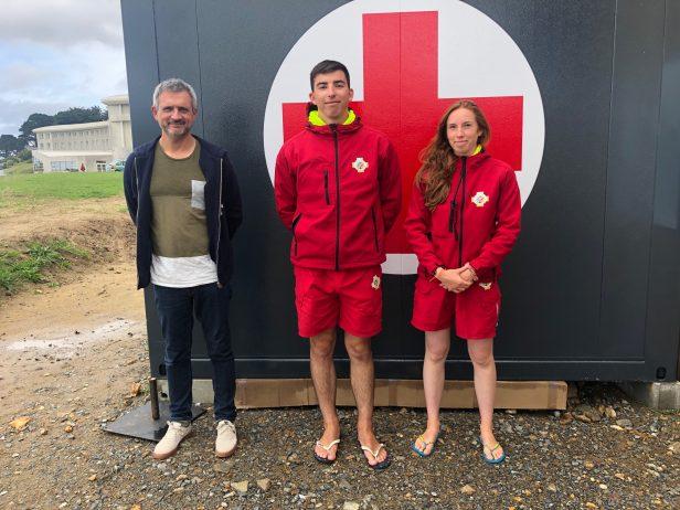 Les 3 nageurs-sauveteurs sont en poste à Trestel en Trévou-Tréguignec pour l'été.  Zone de baignade et zone de baignade surveillée (voir arrêté municipal)