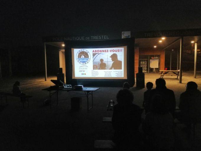 Gros succès de la 2ème édition de la journée de la glisse à Trestel avec une projection d'un film en plein air.
