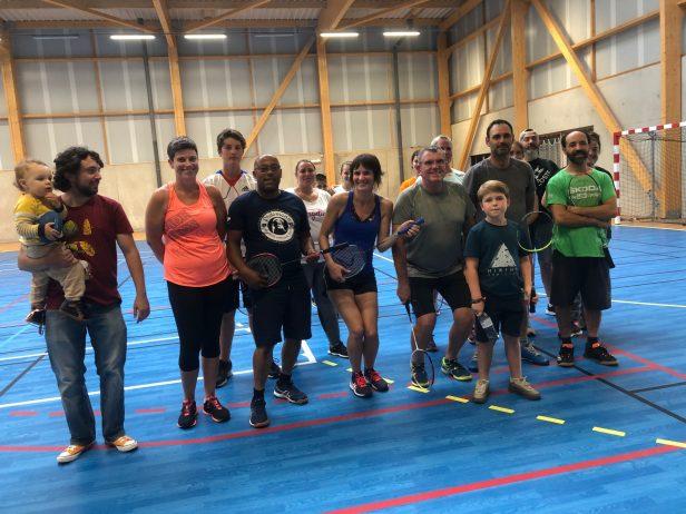 Jouer au badminton de 1 à 3 fois par semaine à Trévou pour le plaisir de se défouler avec le Bad Club Trévou. Présentation du bureau :